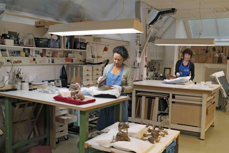 Manu en Elizabet aan het werk