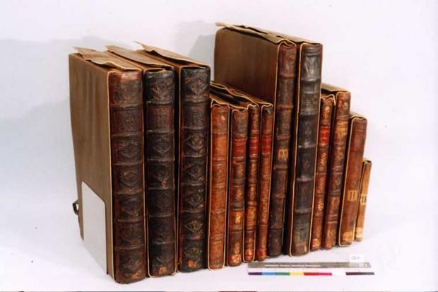 Boekjas: een wikkel van leer of van stevig papier